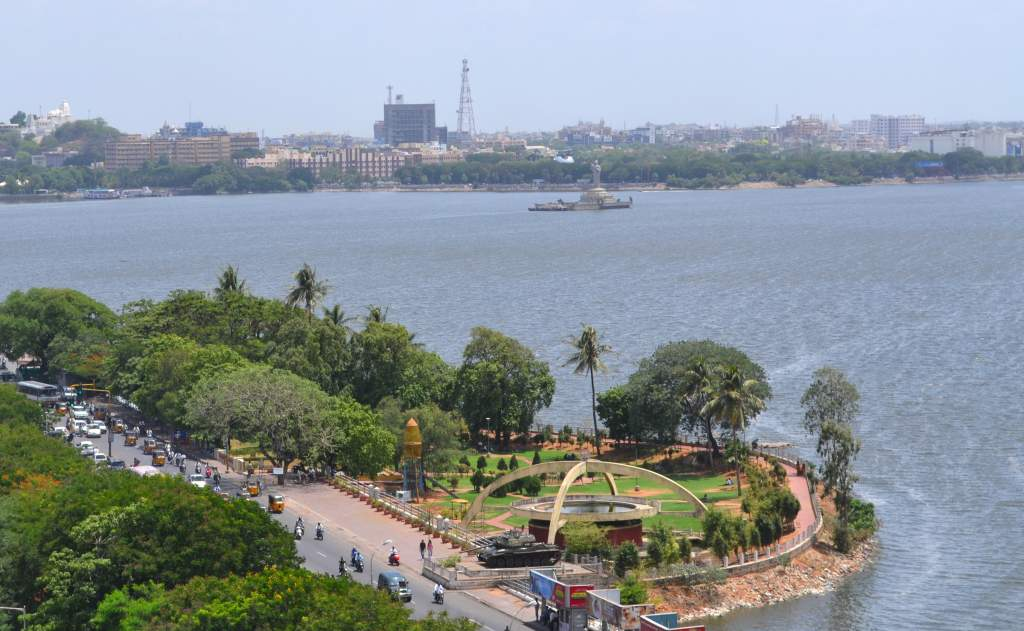 Hussain Sagar (lake) is a huge body of water with Hyderabad on one side and twin city Secunderabad on the other. Nothing like a lake in the middle of the city to provide visual relief!